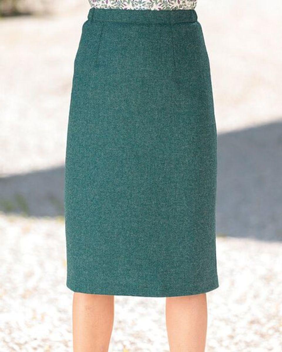 e5a4c2643846 Ladies Dunbar Pure Wool Green Tweed Straight Skirt. Sizes 10-24